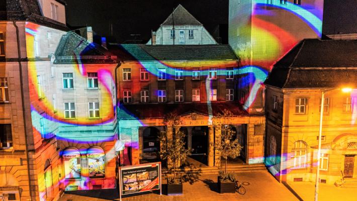 """""""Alles fließt"""": Große Lichtshow am Nürnberger Volksbad"""