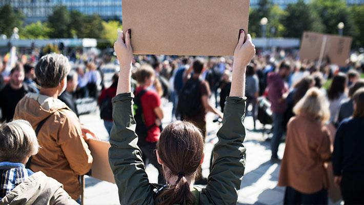 Nürnberger Eltern demonstrieren für Schulöffnungen